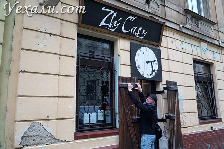 """Самые лучшие пивные бары и рестораны Праги: Zlý časy (""""Тяжелые времена"""")."""