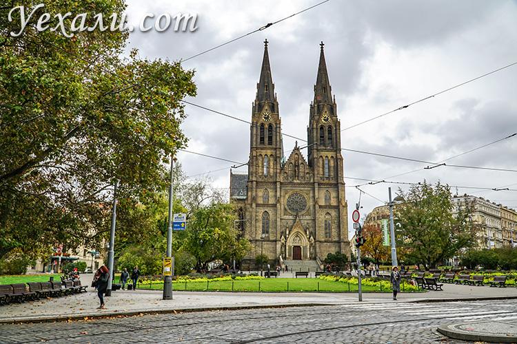 Где лучше остановиться в Праге? На фото: район Винограды, костел святой Людмилы.