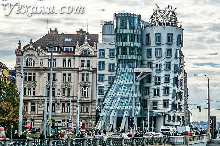 Главные достопримечательности Нового Места в Праге. На фото: Танцующий дом.