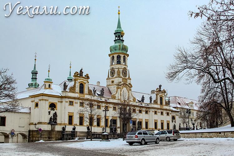 Достопримечательности Праги, фото и описание. На снимке: Костел Рождества Господня.