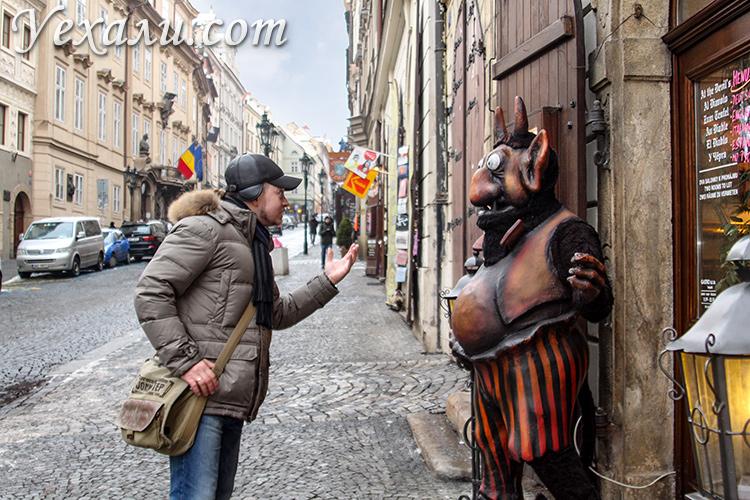 Куда сходить и что посмотреть в Праге за 3 дня. На фото: Нерудова улица.