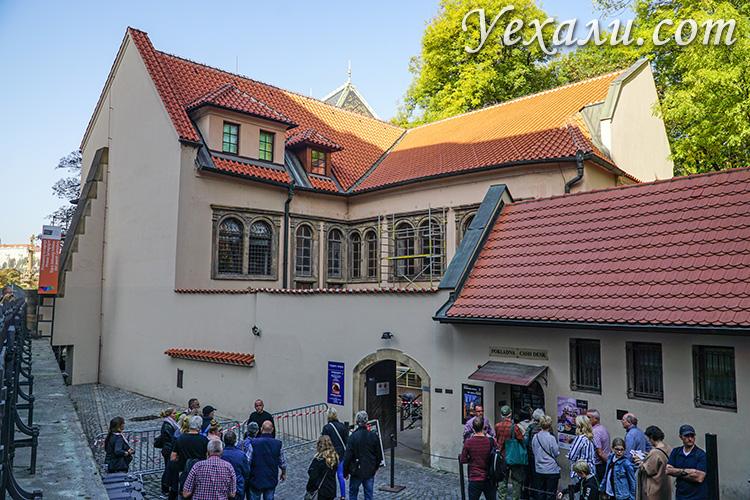 Достопримечательности Праги, фото и описание. На снимке: вход на Старое Еврейское кладбище.