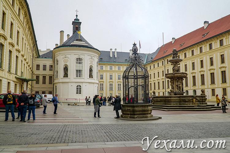 Достопримечательности Пражского Града, Чехия. На фото: Часовня святого Креста.