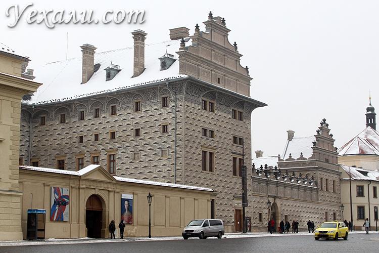 Достопримечательности Праги, фото и описание. На снимке: Шварценбергский Дворец.