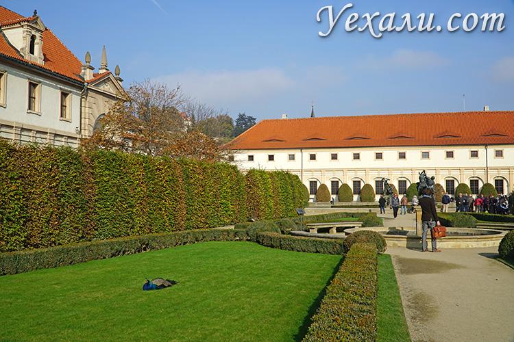 Главные достопримечательности Праги, Чехия. На фото: Вальдштейнский Дворец.