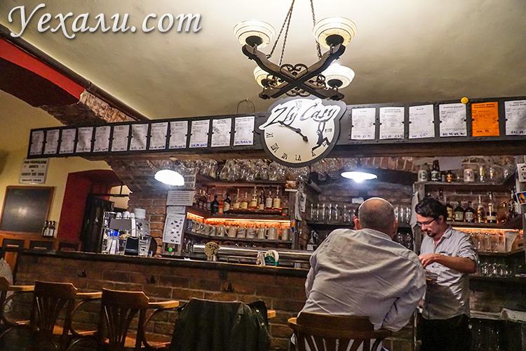 """Пивной ресторан """"Тяжелые времена"""" (""""Злы Часы""""), Прага, Чехия."""
