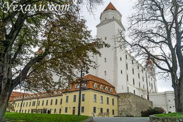 Главные достопримечательности Братиславы, Словакия. На фото: Братиславский Град.