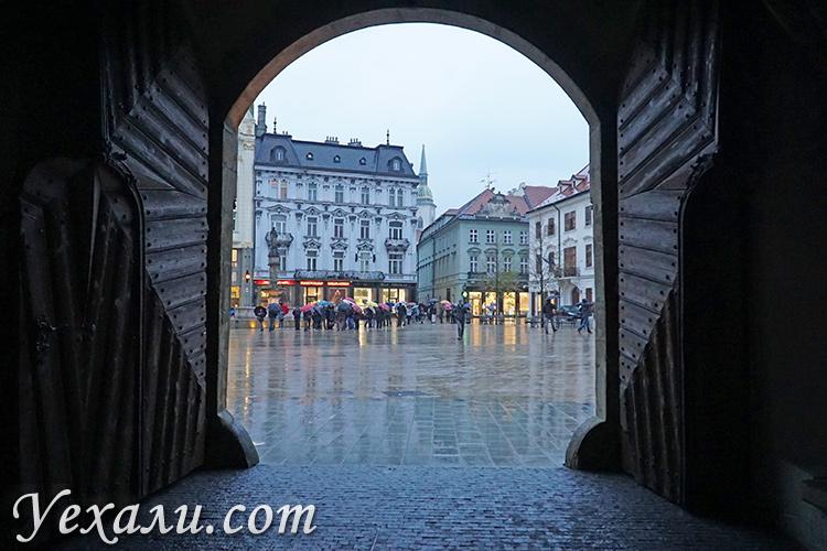 ТОП-10 достопримечательностей Братиславы (Словакия). На фото: Главная площадь.