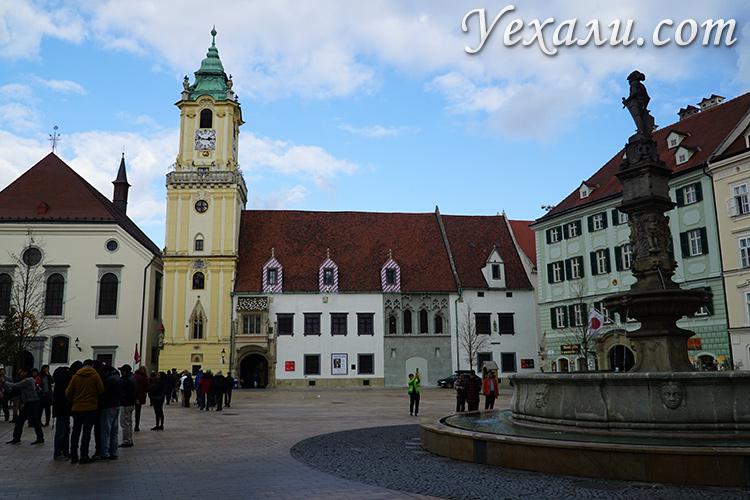 Главные достопримечательности Братиславы, Словакия. На фото: Главная площадь.