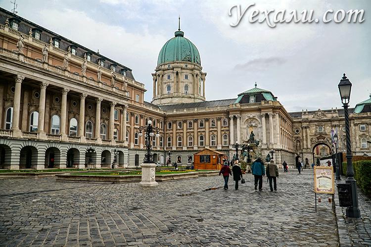 Будапешт, Венгрия. На фото: Королевский Дворец.