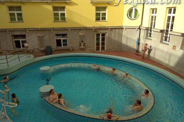 Термальные бассейны в купальне Лукач в Будапеште