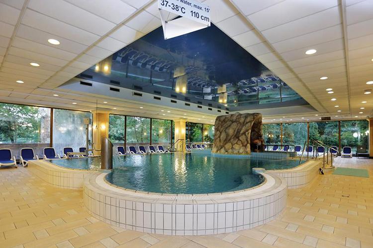 Отели Будапешта с термальными бассейнами: Danubius Health Spa Resort Margitsziget.