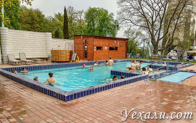 Лучшие купальни Будапешта, Венгрия. На фото: баня Геллерт.