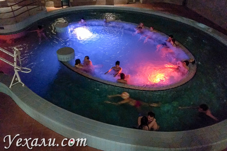 Лучшие термальные купальни Будапешта. На фото: баня Лукач.