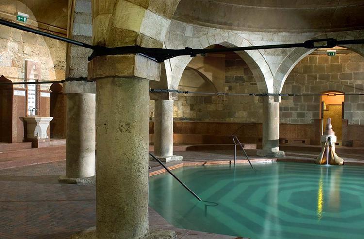 Лучшие купальни Будапешта, Венгрия. На фото: Рудаш.