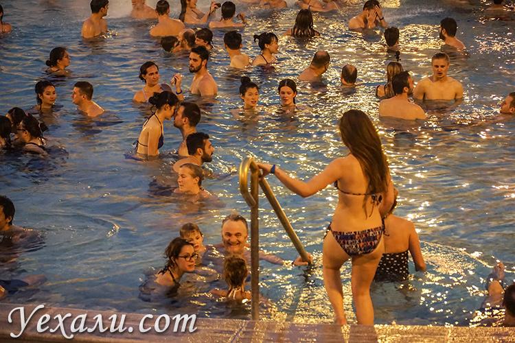 Лучшие купальни Будапешта, Венгрия. На фото: купальня Сеченьи.