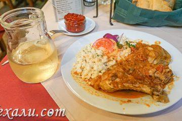Что попробовать в Будапеште из венгерской еды? На фото: куриный перкёльт.