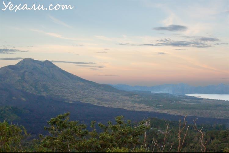Вулкан Батур на Бали, Индонезия