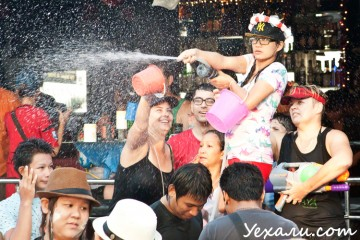 Сонгкран (тайский Новый год)