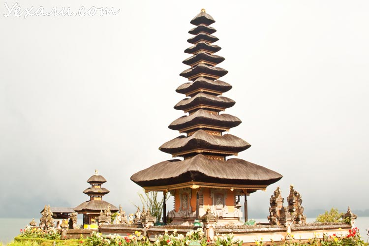 Достопримечательности острова Бали: храм Пура Улун Дану на озере Братан