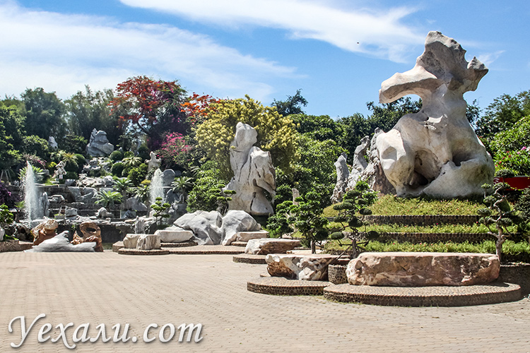 Парк миллионолетних камней в Паттайе.