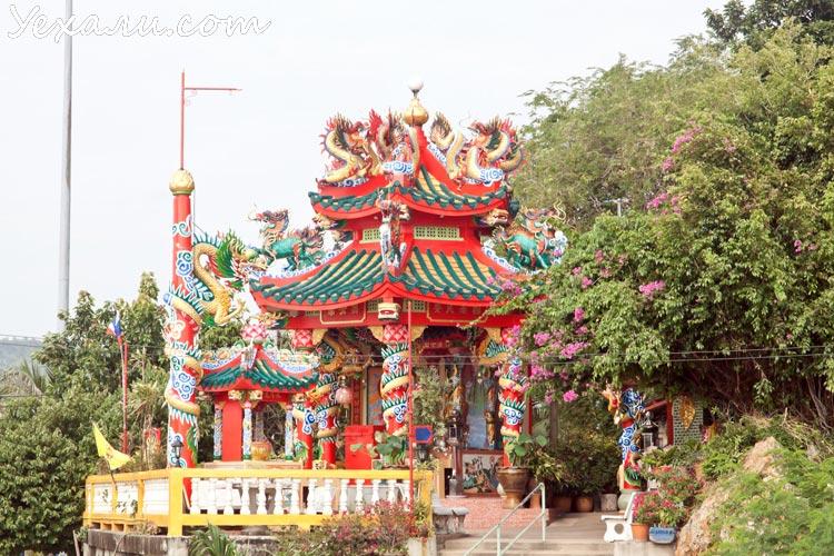 Китайский храм на острове Ко Лой (Ko Loi)