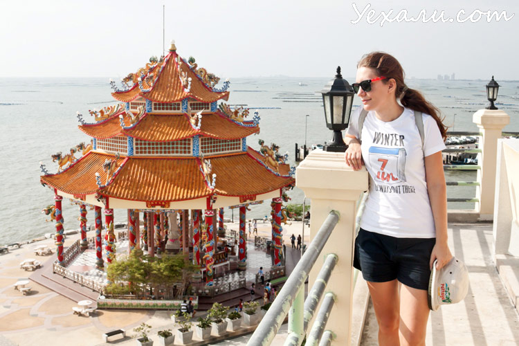Китайский храм в Тайланде на острове Ко Лой