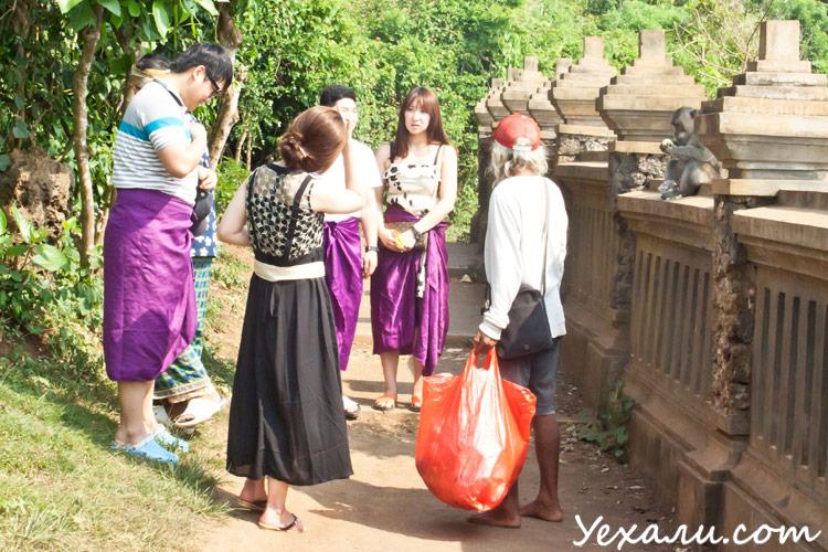 Храм Улувату, туристы