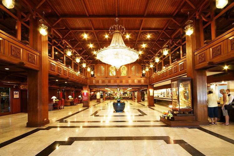 Лучшие отели Бангкока на Новый год: Bangkok Palace Hotel.