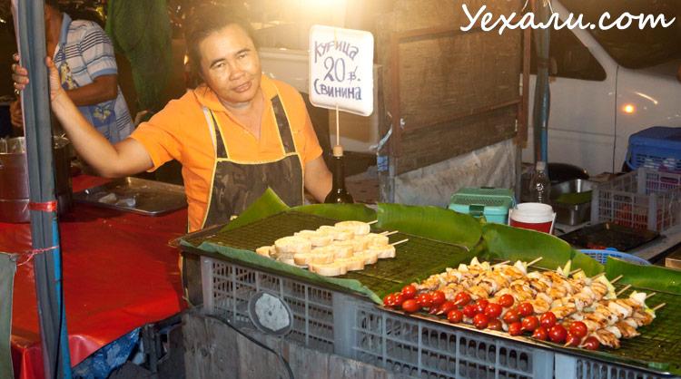 Ночной рынок на Джомтьене в Паттайе