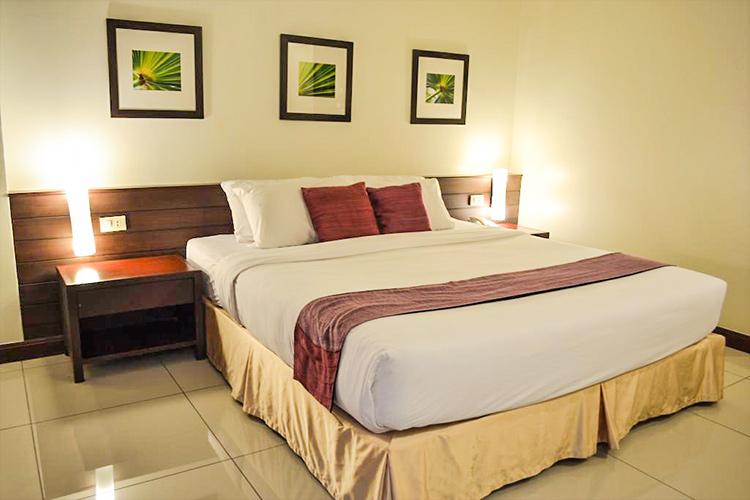 Лучшие отели центральной Паттайи у моря. на фото: Grand Hotel.