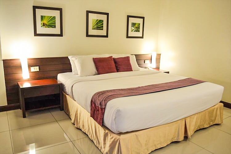 Лучшие отели в центре Паттайи у моря. на фото: Grand Hotel.
