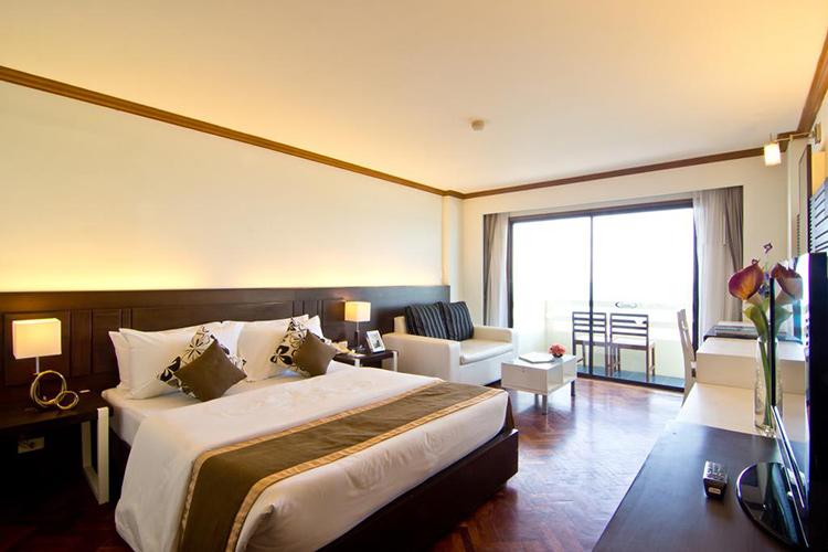 Лучшие отели пляжа Джомтьен на первой линии. Grand Jomtien Palace Hotel.