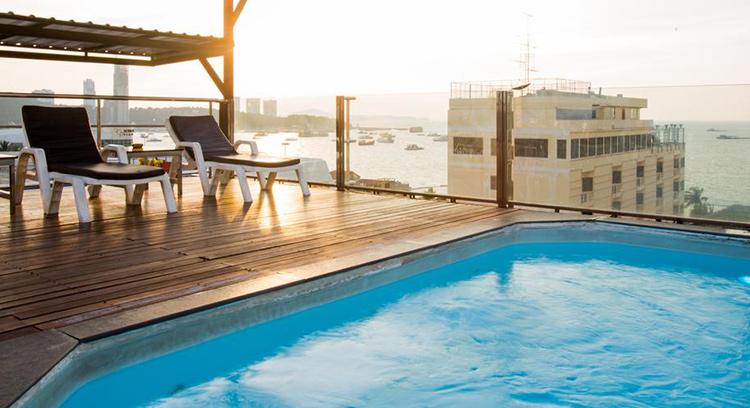 Лучшие недорогие отели центральной Паттайи у моря: Inn House.