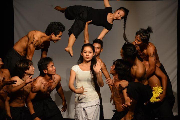 Камбоджийский цирк Phare в Сием Рипе