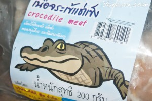 Экзотическая еда из магазина Теско Лотус в Паттайе: крокодиловое мясо