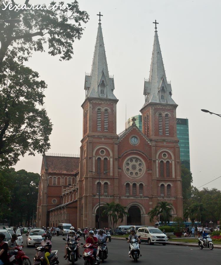 Что посмотреть в Хошимине за один день: собор Нотр-Дам де Сайгон.
