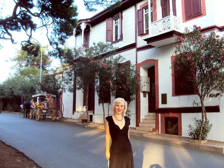 Достопримечательности Принцевых островов Стамбула: дом писателя Решата Нури Гюнтекина
