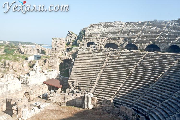 Достопримечательности Сиде, Турция, фото амфитеатра.