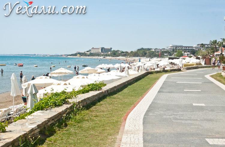 Пляжи Сиде: набережная вдоль Западного пляжа.