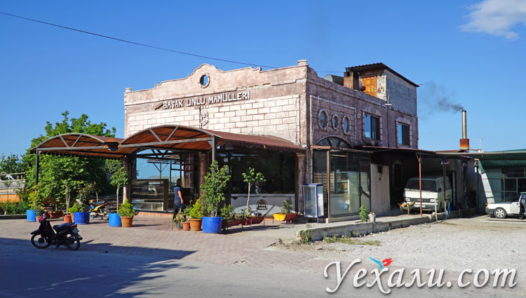 Нетуристическая Турция: пекарня в Демре