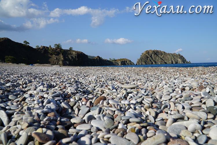 Галечный пляж в Турции