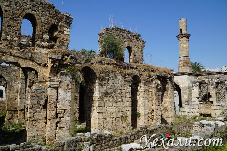 Broken-Minaret-ruins
