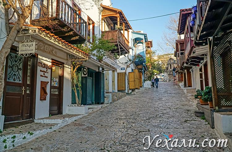 Город Каш в Турции. На фото: улица Doğruyol Caddesi.