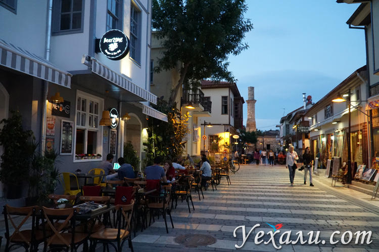Старый город Анталии вечером