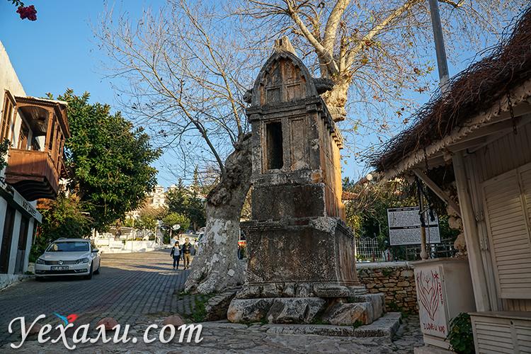 Каш, Турция. Львиная гробница (Королевская гробница).