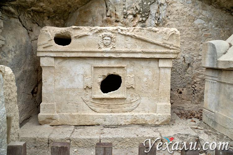 Город Олимпос в Турции: ликийские гробницы