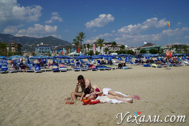 Туристы на пляже Клеопатра.