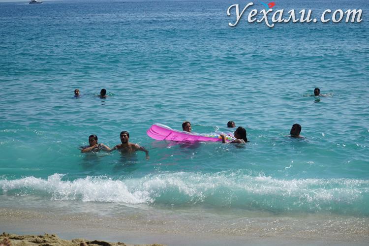 Вода на пляже Клеопатра