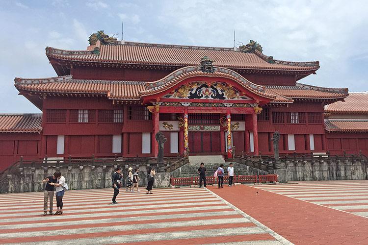 Достопримечательности Окинавы: замок Сюри.